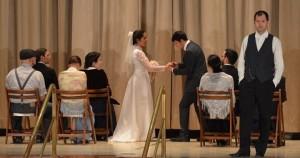 """Escena de boda de la obra """"Nuestro pueblo"""" de Thornton"""