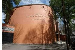 Foto de la fachada de la parroquia de Nuestra Señora de San Juan de los Lagos y San Antonio de Padua, Méjico.