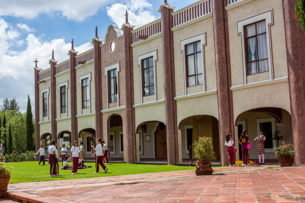 Fachada principal del Instituto Miguel de Cervantes en Puebla, México